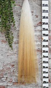 W-03 Zachte witte staart van fijn haar.